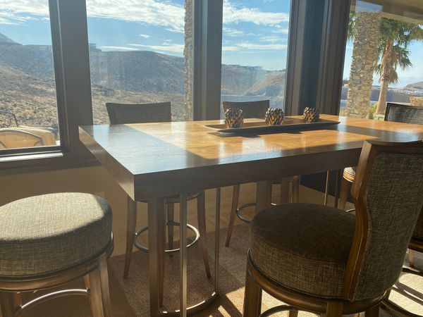 Beautiful wood grain breakfast table with six spinning stool chairs