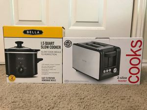 New Slow cooker and Used Bread toaster for Sale in Atlanta, GA
