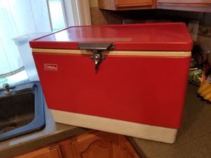 Red vintage Coleman cooler for Sale in Norwalk, CA