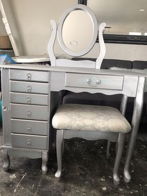 Jewelry/Vanity/small Desk for Sale in San Diego, CA