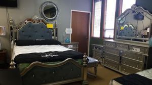 Queen bed set for Sale in Monroe, WA
