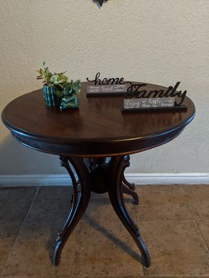 Antique Round Wood Table for Sale in Los Angeles, CA