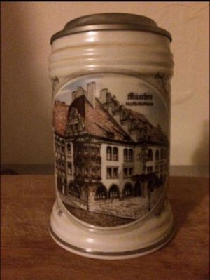 Vintage Aitenkunstadt German Munrhen Hofbrauhaus Castle Beer Stein for Sale in Milnesville, PA