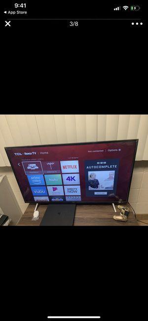"""READ DESCRIPTION:. TCL 43"""" LED 2160p Smart 4K UHD TV for Sale in Quincy, IL"""
