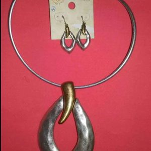 HAMMERED METAL CHOCKER WITH LARGE PENDANT for Sale in Arlington, TX