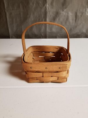 5 inch Longaberger basket for Sale in Louisville, KY
