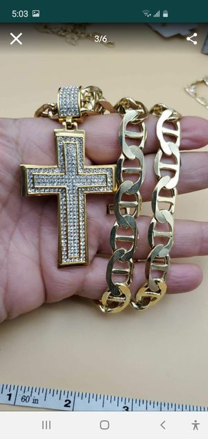 Cross with diamonds chain 14k stamped for Sale in Bakersfield, CA