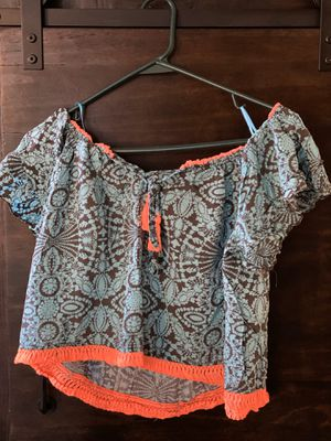 Small Grey and blue flowy crop top with hot orange fringe for Sale in Mount Clemens, MI