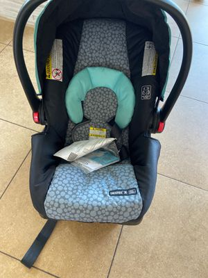 Graco SnugRide SnugLock 30 Infant Car Seat and Base for Sale in Sterling Heights, MI