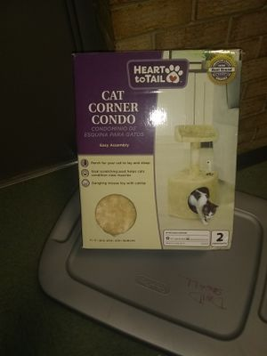 New corner cat condo for Sale in Fort Belvoir, VA
