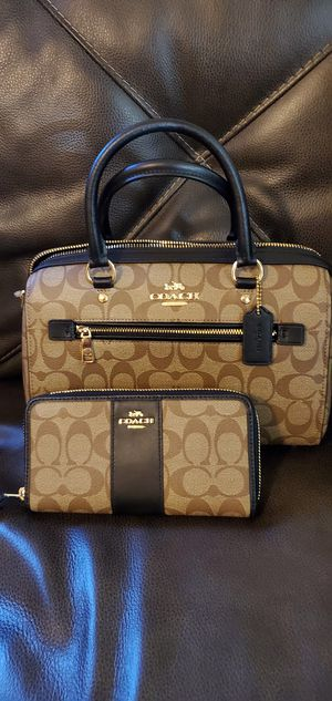 Original Coach set purse and wallet for Sale in Bell Gardens, CA