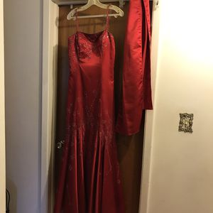 Prom dress. Brand. Lenovo's U.S.A. Red. Beautiful. Shawl included. Size medium. for Sale in Oakwood Village, OH