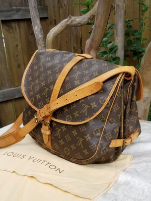 Lovely Auth Louis Vuitton Messenger mail saddle shoulder bag for Sale in Arlington, TX