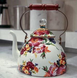 MacKenzie Childs Flower Market Teapot (3 quarts) for Sale in Denver, CO