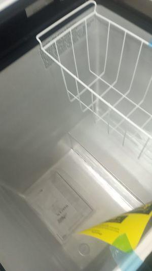 Deep freezer articking black for Sale in Philadelphia, PA