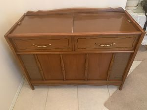 📀 Vintage Stereo and Radio Cabinet by Maganavox with working record player for Sale in Kennewick, WA