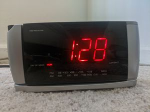 Radio clock with projection for Sale in Adelphi, MD