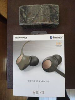 Merkury Bluetooth wireless headphones & Realtree speaker for Sale in Phoenix, AZ