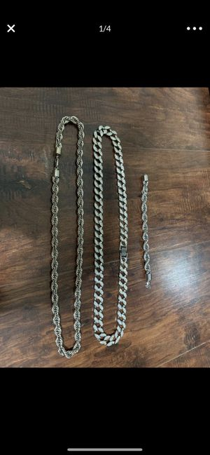2 necklaces and a bracelet for Sale in Mesa, AZ