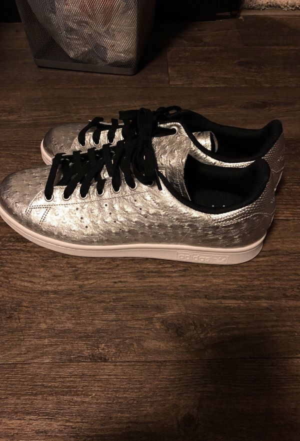 Stan Smith silver adidas shoes