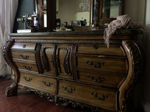 Dresser and night stand for Sale in Sparks, NV