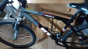 Gt mountain bike with rockshoks in mint condition for Sale in Cheektowaga, NY