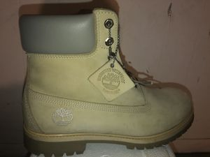 Rare timberlands cream with leather top for Sale in Cicero, IL