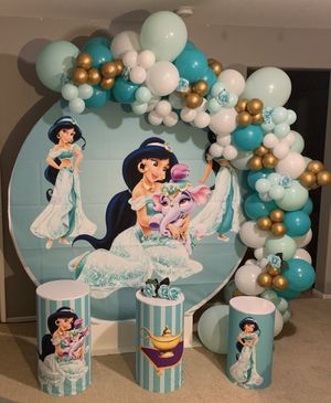 Jasmine balloon garland for Sale in Lake Elsinore, CA
