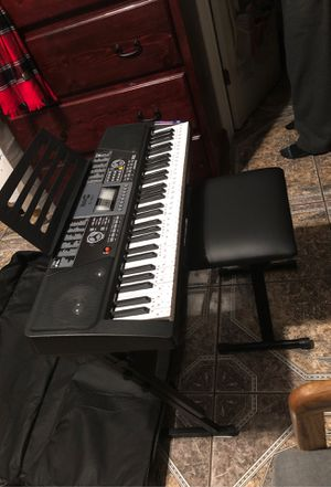 Brand new key board comes with chair and stand and headphones for Sale in Selma, CA