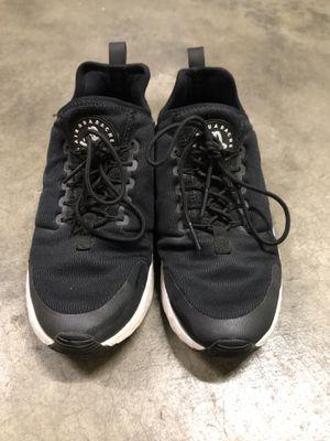 Nike Women's Air Huaraches Run (7.5) for Sale in Marysville, WA