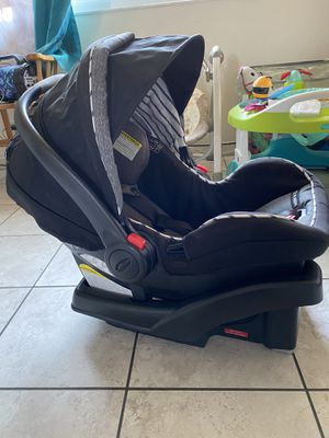 Greco. Car seat with base. for Sale in Hayward, CA