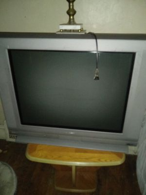 Sharp 32 inch old flat screen TV,works excellent . you must pick up and carry downstairs ,it heavy . for Sale in Cleveland, OH