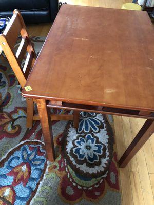 Kids desk w chair for Sale in Chicago, IL