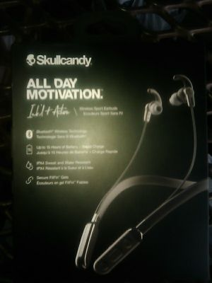 Wireless Bluetooth Skullcandy earbuds for Sale in Grand Terrace, CA