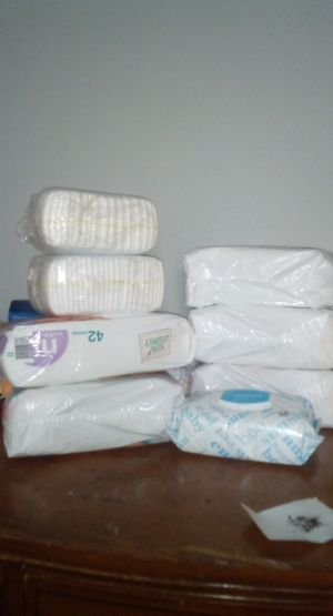 NB Pampers And Wipes for Sale in St. Louis, MO