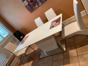 Dining room table for Sale in Cordele, GA
