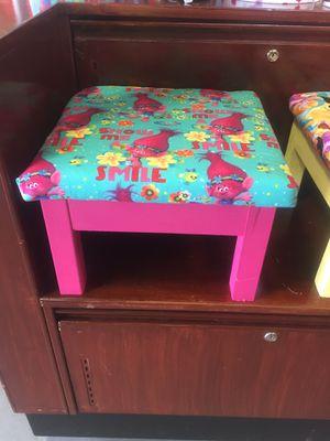 Poppy trolls stool/chair for Sale in Miami, FL