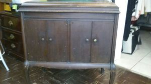 Antique vitrola cabinet for Sale in Middleburg Heights, OH