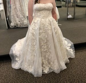 Oleg Cassini Wedding Dress for Sale in Petersburg, VA
