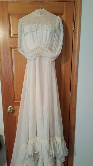 Vintage Ivory wedding dress for Sale in Charles Town, WV