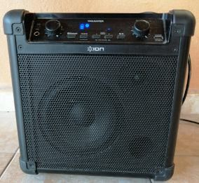 Ion Tailgater, portable PA with mic for Sale in Chicago, IL