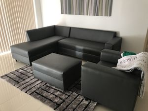 Sectional sofa couch or complete living set for Sale in Hialeah, FL