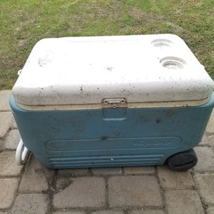 Free Igloo Cooler for Sale in Huntington Beach, CA