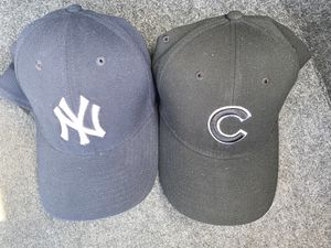 READ DESCRIPTION MENS L/XL NEW YORK YANKEES AND CHICAGO CUBS HATS for Sale in Midway City, CA