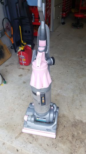 Dyson DC07 pink vacum for Sale in Acworth, GA
