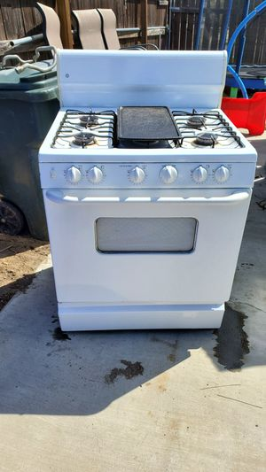 Stove 5.8 cu ft gas for Sale in Fontana, CA