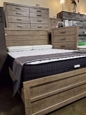 Queen Panel Bed, Grey for Sale in Garden Grove, CA