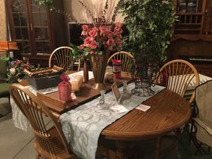 Oak Table Formica Top with Leaf and four chairs for Sale in Monroe, WA