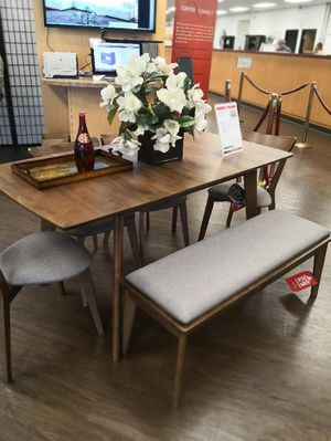 6pcs dining table set with butterfly leaf , table , chairs , table set for Sale in Los Angeles, CA