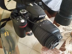 Nikon d3200 with carrying case and extra lens for Sale in Miami, FL